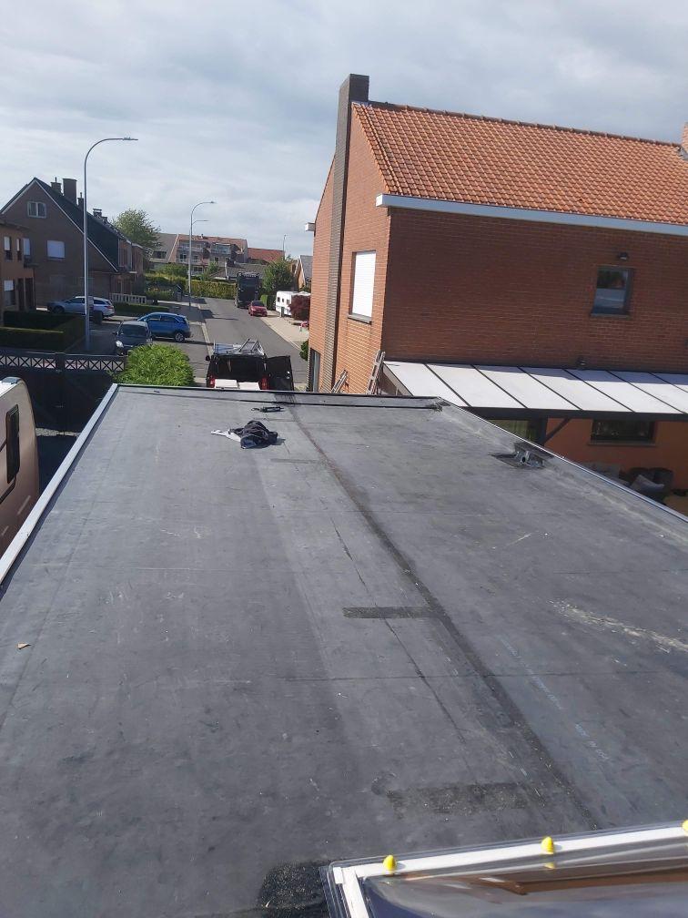 Aanleg van een plat dak in Kortrijk met EPDM - Dakwerken B-Concept BV