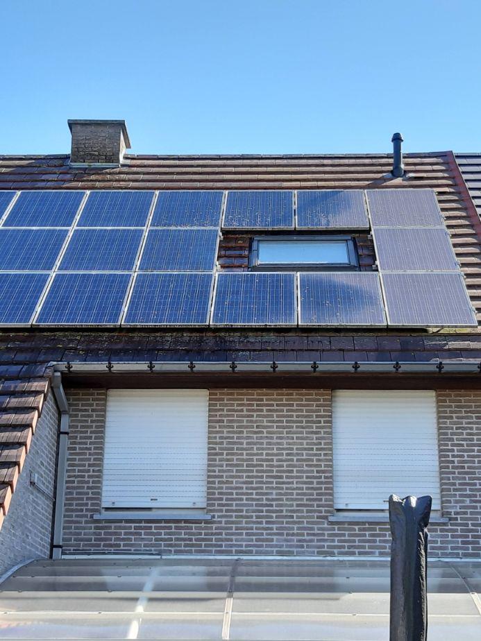 gereinigde zonnepanelen door dakwerken bconcept