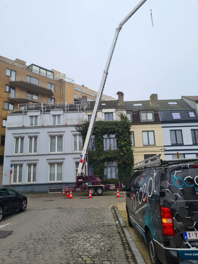 afbraak schouw en vernieuwing plat dak in oostende door dakwerken b-concept bv (1)